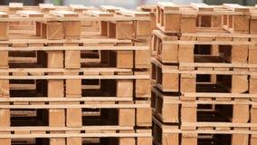 Куча деревянных паллетов Стоковое Фото
