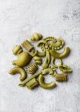 Куча естественно покрашенных зеленых макаронных изделий с шпинатом Стоковое фото RF