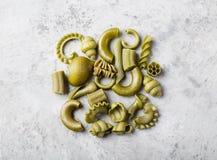 Куча естественно покрашенных зеленых макаронных изделий с шпинатом Стоковая Фотография