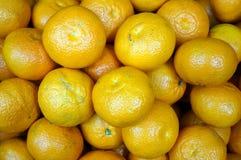 Куча желтых зрелых tangerines Стоковые Изображения RF