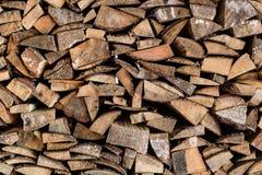 Куча журналов древесина текстуры теней предпосылки коричневая Стоковые Фотографии RF