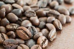 Куча зажаренного в духовке кофейного зерна Стоковое Изображение