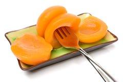 Куча законсервированных половин ` s плодоовощ персика стоковые фотографии rf