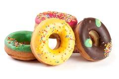 Куча застекленных donuts изолированных на белой предпосылке Стоковое фото RF