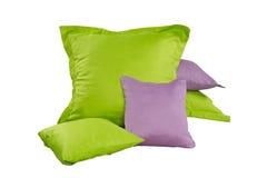 Куча зеленых и фиолетовых подушек стоковые изображения rf