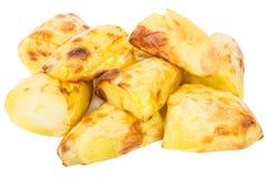 Куча золотой испеченной картошки изолированной на белизне Стоковое Фото
