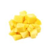 Куча изолированных кубов плодоовощ манго Стоковое Изображение RF