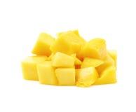 Куча изолированных кубов плодоовощ манго Стоковые Изображения