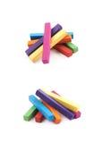 Куча изолированных мел покрашенных радугой Стоковые Фото