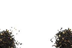 Куча 2 листьев чая на белой предпосылке стоковые изображения