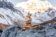 Куча камней на треке базового лагеря Annapurna, Непала стоковые фотографии rf