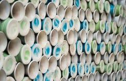 Куча керамических ваз, полок с керамическим баком Стоковые Изображения RF