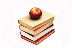 Куча книг и яблока стоковые изображения rf