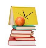 Куча книг и яблока Стоковые Изображения