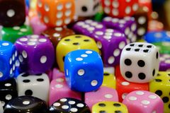 Куча кости для игры играя в азартные игры и играя случайные игры Стоковые Изображения RF