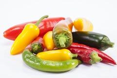 Куча красочного сырцового перца chili на белой предпосылке Стоковое Изображение
