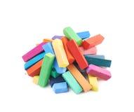 Куча красочных пастельных изолированных мел crayon Стоковые Изображения