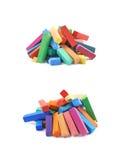 Куча красочных пастельных изолированных мел crayon Стоковое фото RF