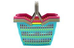 Куча красочных пустых пластичных корзин для товаров. Стоковые Фотографии RF