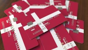 Куча кредитных карточек с флагом Дании 3D анимация датской банковской системы схематическая акции видеоматериалы