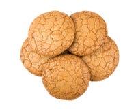 Куча круглых коричневых печений изолированных на белизне Стоковая Фотография RF