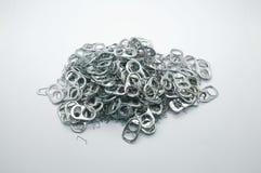Куча много Metal кольцо тяги чонсервной банкы и используемой иглы штапеля Стоковые Изображения