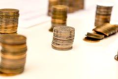 Куча монеток и подсчитывать Стоковые Изображения RF