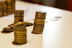 Куча монеток и подсчитывать Стоковые Изображения