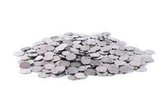 Куча монеток одного бата изолировала одну белизну Стоковое Изображение