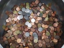 Куча монеток тайского бата в стальном шаре Стоковое Изображение RF