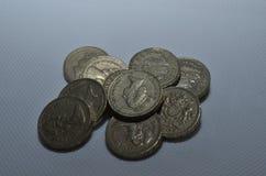Куча монеток фунта старого стиля стоковая фотография rf