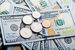 Куча долларов и денег монеток Стоковое Изображение RF