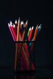 Куча пестротканых деревянных crayons Стоковые Изображения