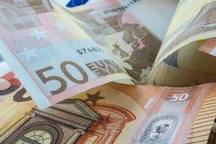 Куча 50 примечаний евро Стоковое Изображение