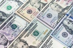 Куча различных долларовых банкнот США американских распространенных как картина ба Стоковое Фото