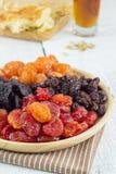 Куча различных высушенных плодоовощей в деревянной плите Стоковые Фото