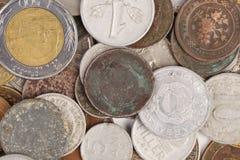 Куча различных монеток и золота Стоковое Изображение RF