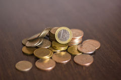 Куча русских монеток на деревянной предпосылке Стоковые Изображения RF