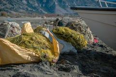 Куча рыболовных сетей на пляже Стоковая Фотография