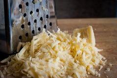 Заскрежетанный сыр стоковая фотография