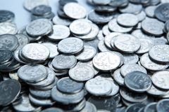 куча современных монеток рублевки стоковые изображения