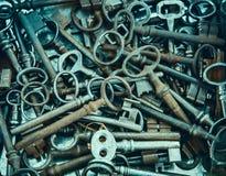 Куча старого, ржавого ключа замка Стоковая Фотография