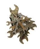 Куча старого ржавого ключа на белизне Стоковые Изображения RF
