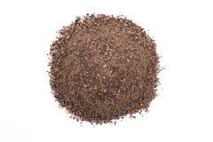Куча сухого изолированного порошка черного перца Стоковое Изображение