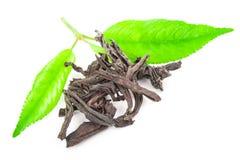 Куча сухого черного чая с листьями зеленого чая Стоковое Изображение