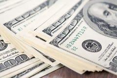 Куча 100 счетов доллара США Стоковая Фотография