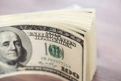 Куча 100 счетов доллара США Стоковое Фото