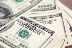 Куча 100 счетов доллара США Стоковые Изображения RF