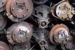 Куча сломленных дифференциалов автомобиля стоковые изображения rf
