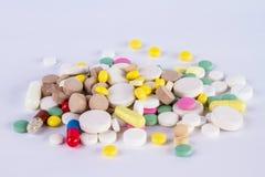 Куча таблеток и пилюлек и капсулы Стоковое Фото